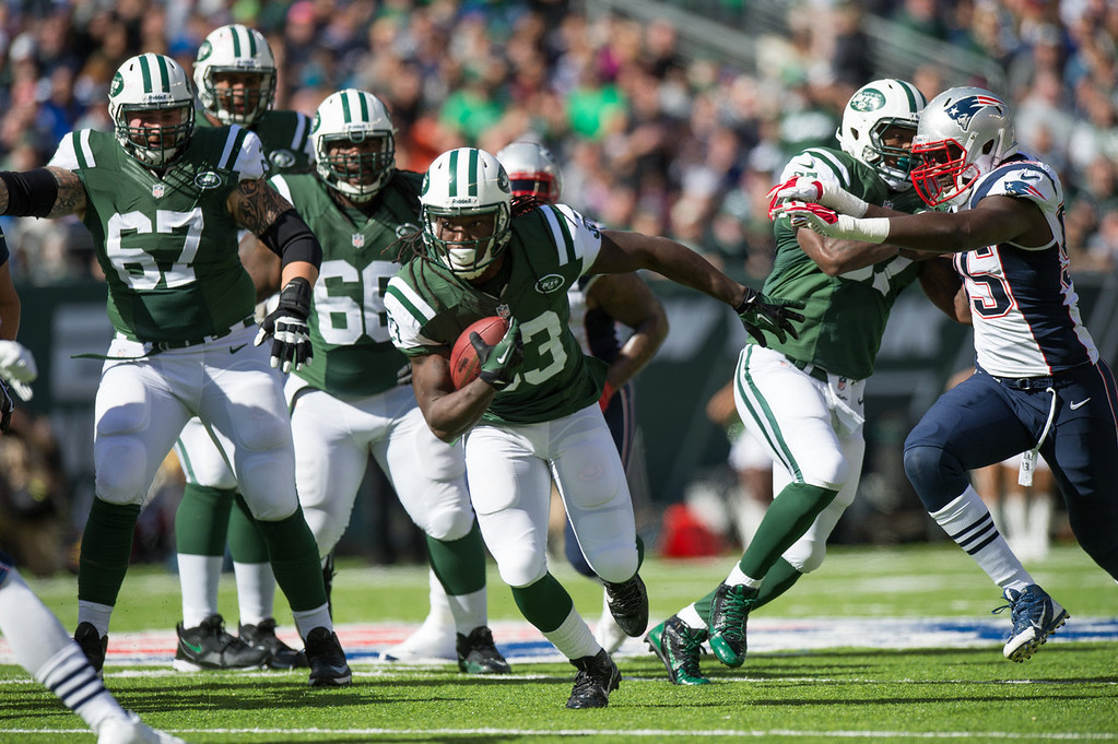 . Running back Chris Ivory #33 of the New York Jets runs the ball in the 1st quarter against the New England Patriots at MetLife Stadium on October 20, 2013 in East Rutherford, New Jersey. (Photo by Ron Antonelli/Getty Images)