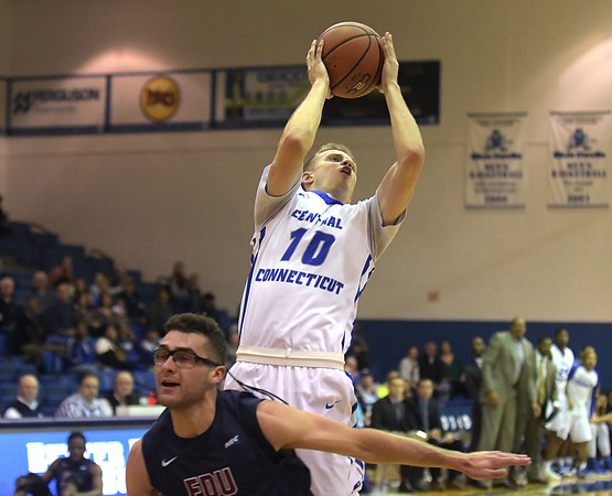 CCSU men's basketball 11-17