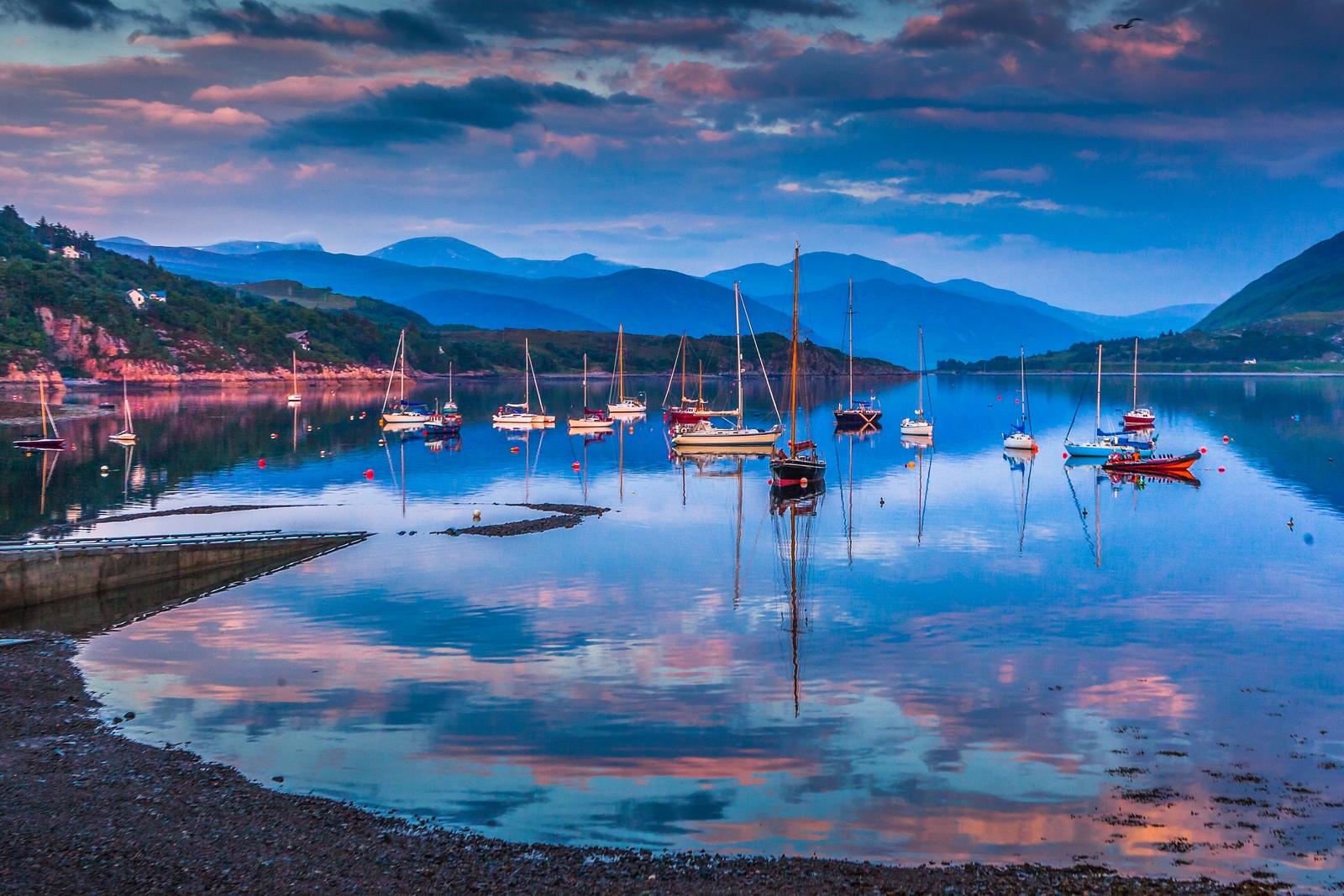 苏格兰阿勒浦(Ullapool),湖中倒影