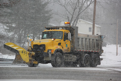 PennDOT, SnowplowTruck, West White Bear Drive, Summit Hill (1-25-2014)