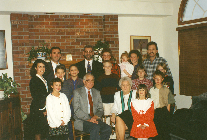 Cecil and Dolores Ralph at 40th Wedding Anniversary with entire family.jpg