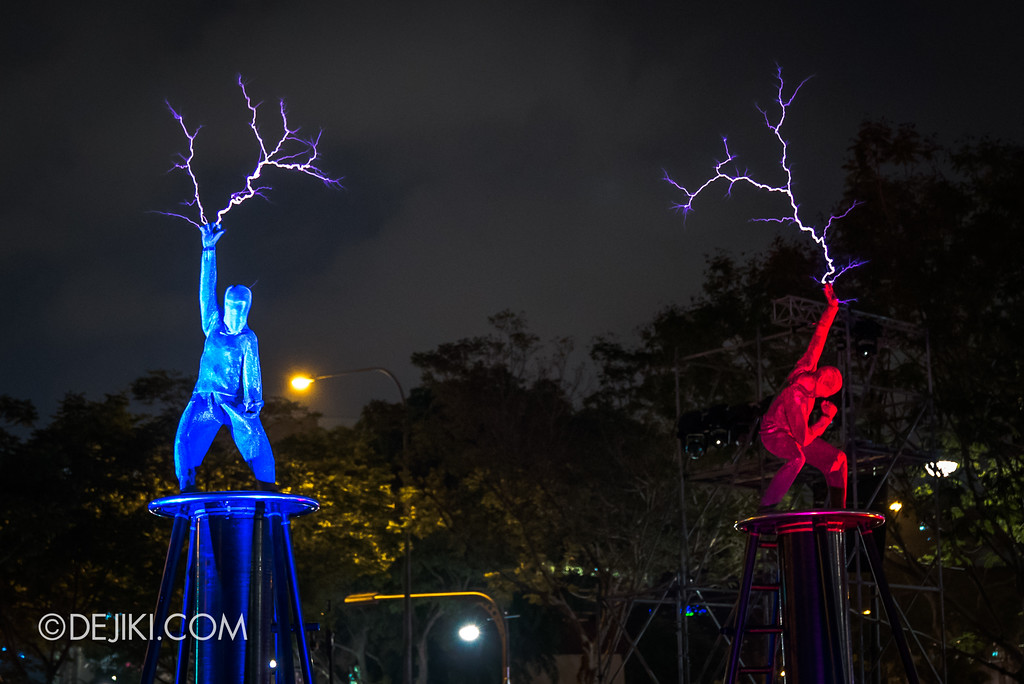 Singapore Night Festival 2018 – Performances / The Duel (by Lords of Lightning) separate bolts