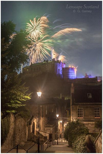 Fireworks over Edinburgh Castle from the Vennel (9)