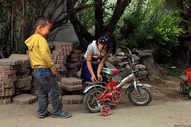 2016-07-20_2172 Kids with Bikes.jpg