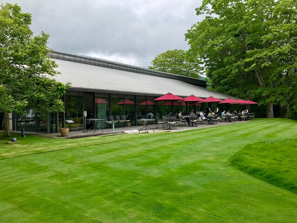 A green lawn in front of the museum cafe/restaurant.