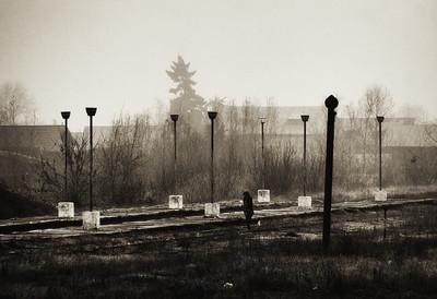 In a Train Station. A Twelve-Step Meditation
