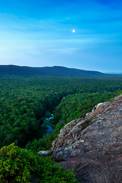 Blue Moon - Big Carp River (Porcupine Mountains State Park - Upper Michigan)
