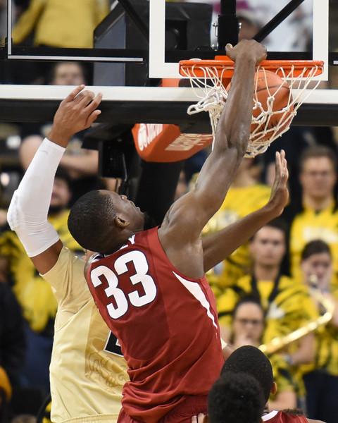 Arkansas Moses Kingsley dunk.jpg
