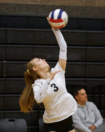 Outlaw Volleyball vs Hidden  Valley & Philomath @ Sisters Invite 9-20-2019