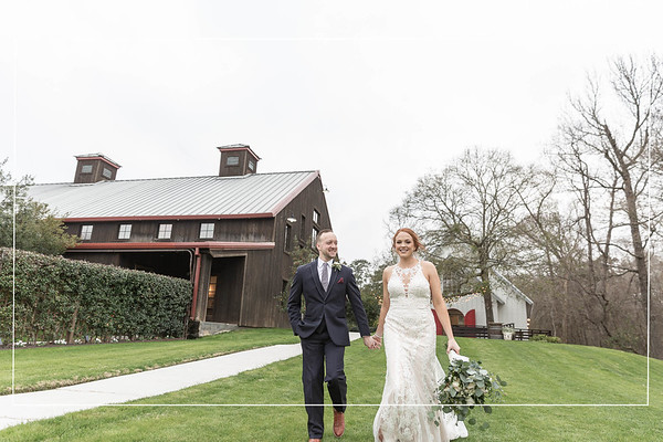 Lovely winter wedding at the carriage house in Conroe Texas