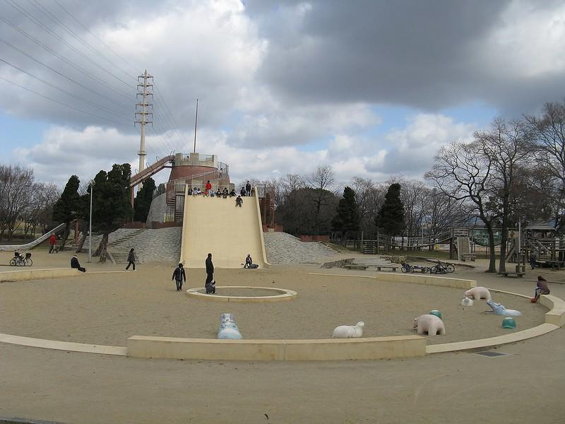 Oizumi-Ryokuchi Park. Photo Credit: I, KENPEI [CC BY-SA 3.0 (http://creativecommons.org/licenses/by-sa/3.0/)]