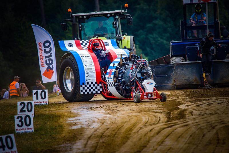 Tractor Pulling 2015-02368.jpg