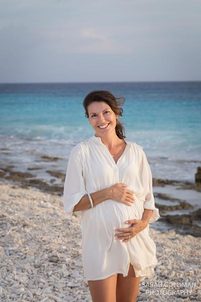 pregnancy-photos-at-the-beach (8).jpg