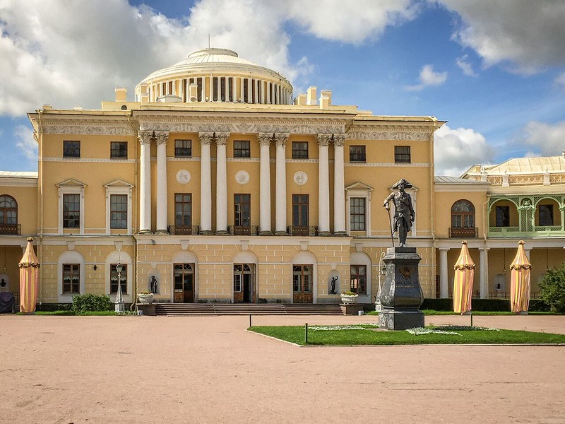 The yellow and white Pavlovsky Palace with domed roof.
