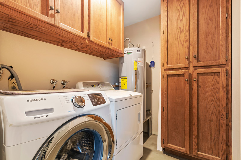 2945 Geneseo 20 Laundry Room.jpg