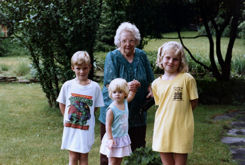 1989_June_Visit_with_Granny_0008_a.jpg