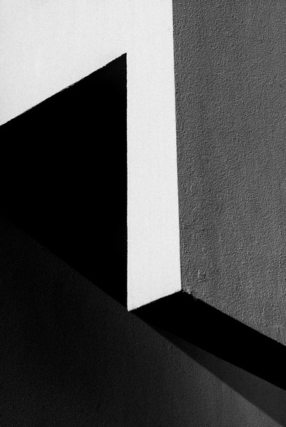 MACBA_OUTDORR_LIGHT&SHADOW_BARCELONA2.jpg