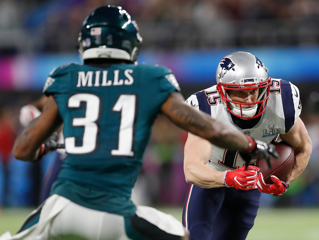 . New England Patriots\' Chris Hogan (15) catches a pass during the first half of the NFL Super Bowl 52 football game against the Philadelphia Eagles Sunday, Feb. 4, 2018, in Minneapolis. (AP Photo/Jeff Roberson)