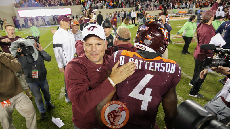 Head coach Justin Fuente hugs QB Quincy Patterson after the final whistle. (Mark Umansky/TheKeyPlay.com)