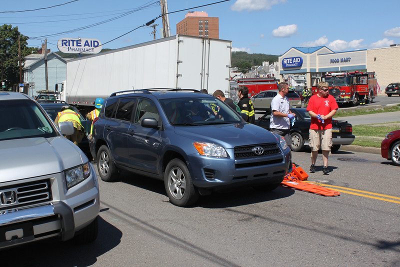 Two Vehicle Accident, Center St, Tamaqua, 8-30-2011 (2).JPG