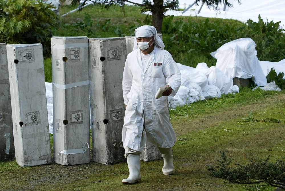 ". Suspected cult group members of ""Pana Wave Laboratory\"" who wear white clothes to help neutralize the waves that are harming their leader\'s health, temporarily stay at a closed primary school May 11, 2003 in Fukui, Fukui-Prefecture, Japan. On May 14, 2003, police searched the Pana Wave cult\'s facilities in Fukui and 24 vehicles including the one carrying its leader, Yuko Chino, at a mountain village north of Tokyo on suspicion the group falsified vehicle registrations.  Members say that they cover the things around them with white in order to protect their sick guru from an invisible enemy, and the world from Armageddon. (Photo by Koichi Kamoshida/Getty Images)"