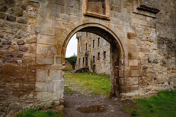Midhope Castle (aka Lallybroch)