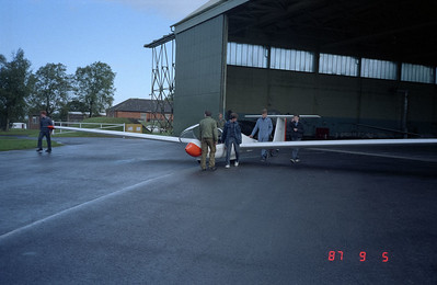 Moving the gliders to the takeoff field.