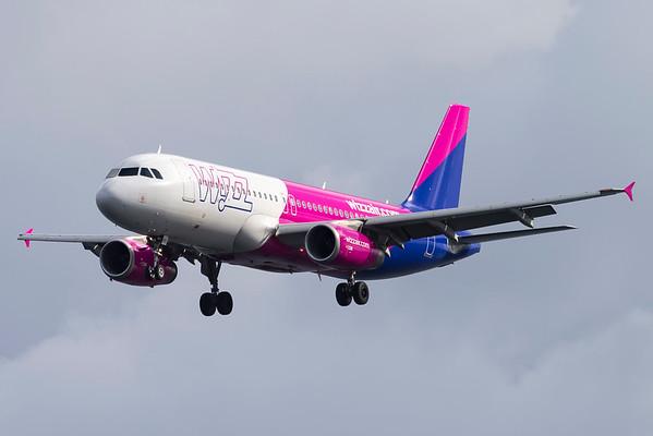 HA-LWJ - Airbus A320-232
