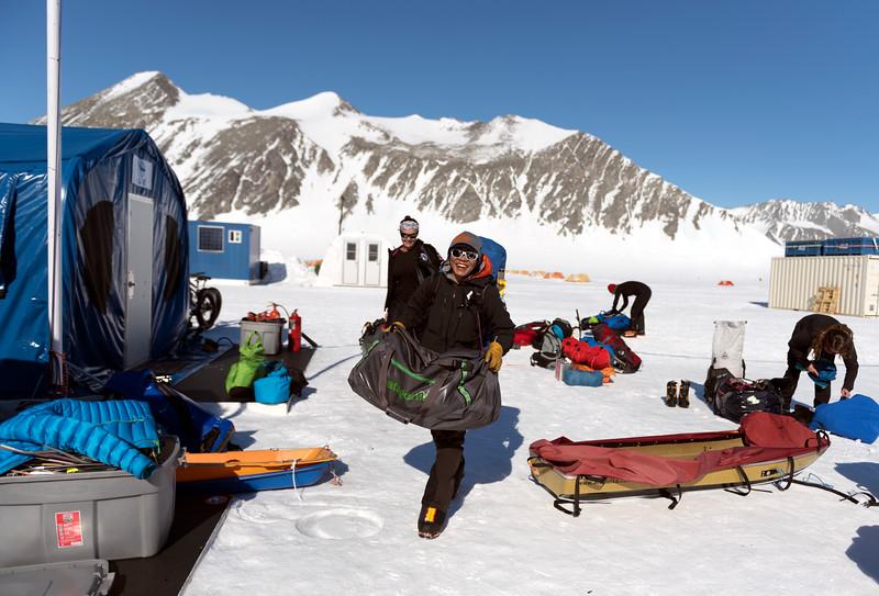 Climb Antarctica Women -1-11-18098790.jpg