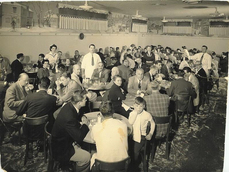 1955, Full Restaurant