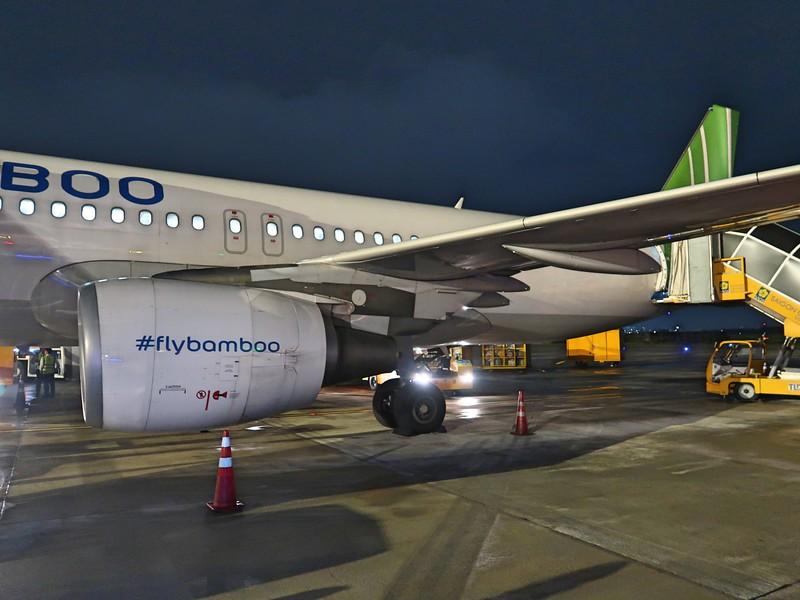 IMG_9793-disembarking-at-sgn.jpg