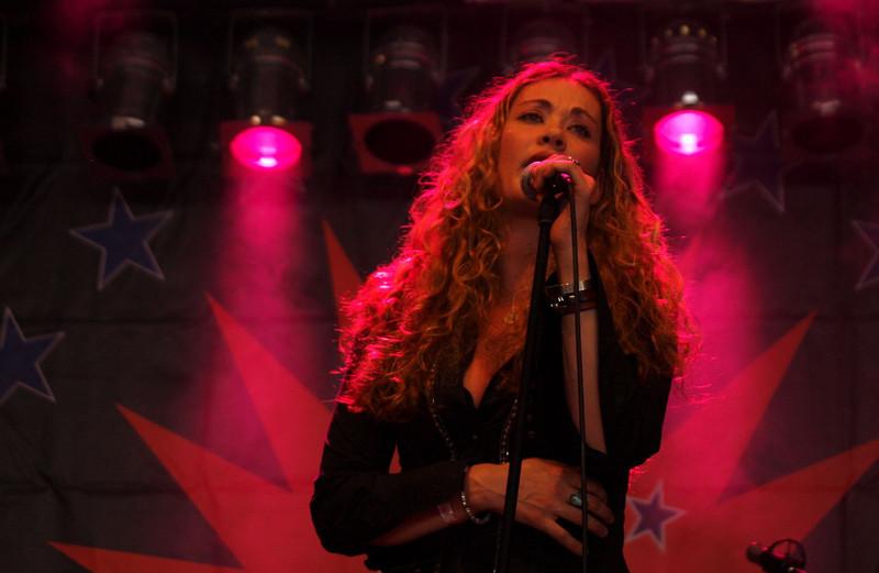 Dana Fuchs Band Ribs & Blues Raalte 31-05-09 (4).jpg
