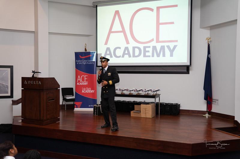 ACE_Graduation2018_sig-8.jpg