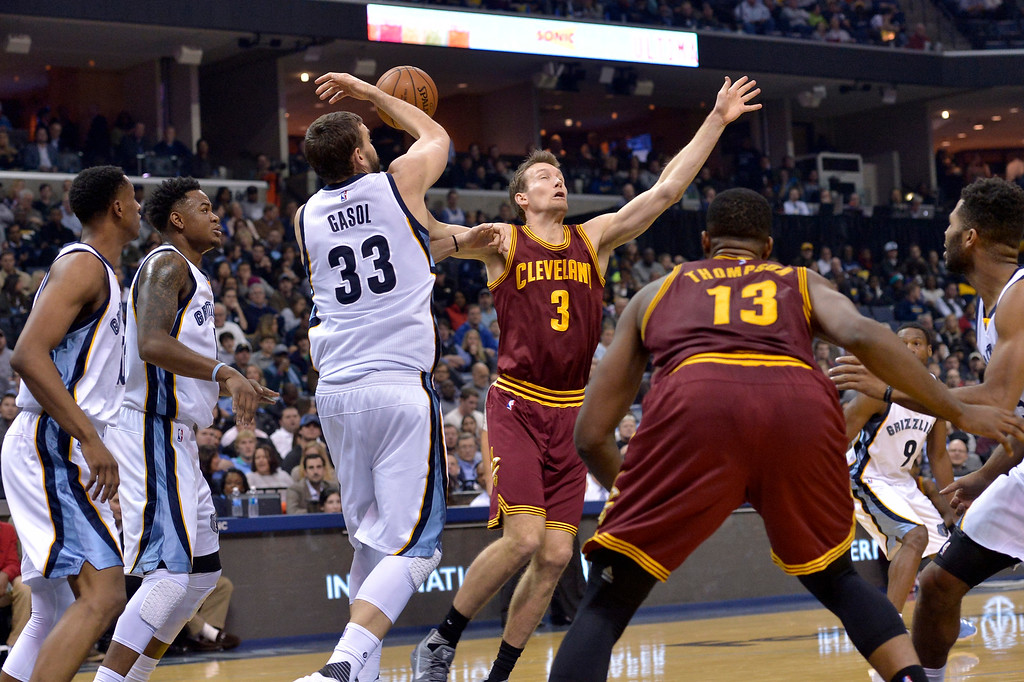 . Memphis Grizzlies center Marc Gasol (33) knocks the ball loose from Cleveland Cavaliers guard Mike Dunleavy (3) in the first half of an NBA basketball game Wednesday, Dec. 14, 2016, in Memphis, Tenn. (AP Photo/Brandon Dill)