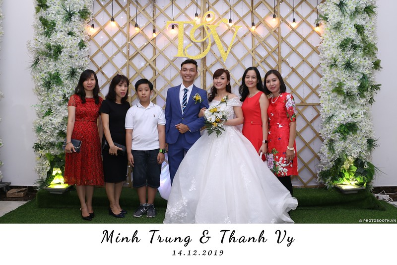 Trung-Vy-wedding-instant-print-photo-booth-Chup-anh-in-hinh-lay-lien-Tiec-cuoi-WefieBox-Photobooth-Vietnam-077.jpg