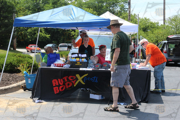 Auto Body Xperts car show and Pin up contest