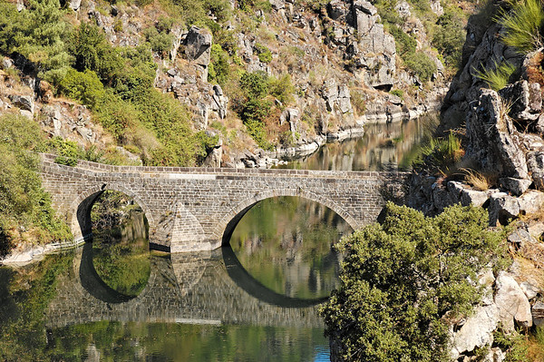 De Pedrogão pequeno a Pedrogão grande pela ponte filipina entre as masgens do Cabril e sobre o rio Zêzere