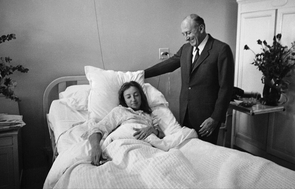 . Italian ambassador to Mexico Enrico Guastone Belcredi visits Oriana Fallaci in Mexico Cityís French clinic, Oct. 7, 1968. The Italian newswoman was wounded by gunfire in student-government rioting. She is recovering. (AP Photo/WMS)