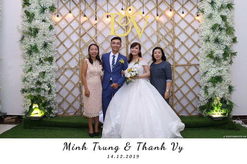 Trung-Vy-wedding-instant-print-photo-booth-Chup-anh-in-hinh-lay-lien-Tiec-cuoi-WefieBox-Photobooth-Vietnam-083.jpg