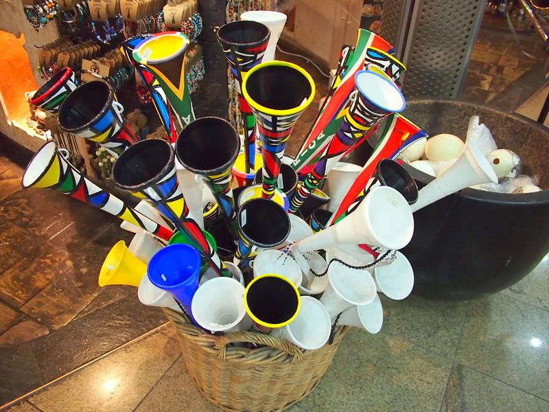 P3291287-vuvuzelas.JPG