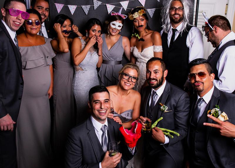 Montreal_Wedding_Photographer_Lindsay_Muciy_Photography+Video_M&E_PHOTOBOOTH_146.jpg