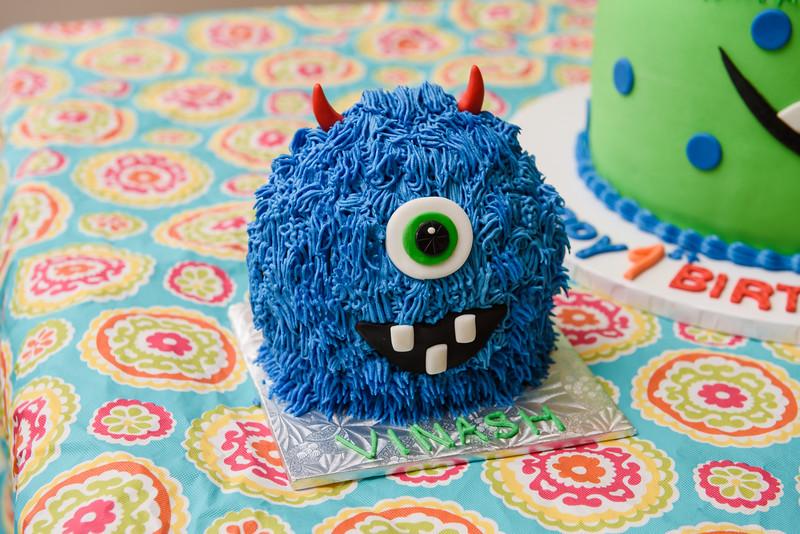 Roshin & Vinash Birthday Cakesmash-28.jpg