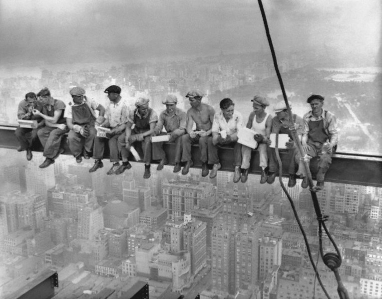 World Famous Photos - Lunchtime atop a Skyscraper - Charles C. Ebbets – 1932