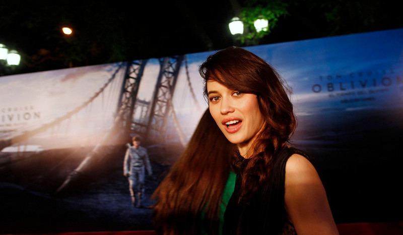 ". Ukrainian-born actress Olga Kurylenko poses at the world premiere of the movie ""Oblivion\"" in Buenos Aires, March 26, 2013. REUTERS/Marcos Brindicci"