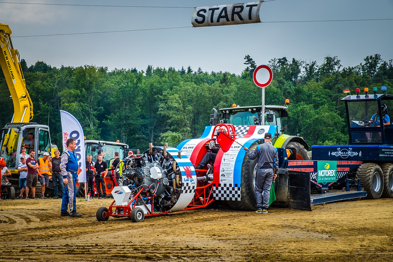 Tractor Pulling 2015 XE2-2542.jpg