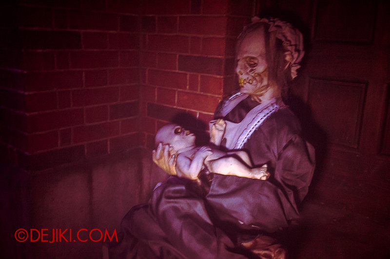 Halloween Horror Nights 4 - Bogeyman scare zone - devil baby