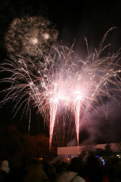 2007_1102putneyfireworks111_edited-1.JPG