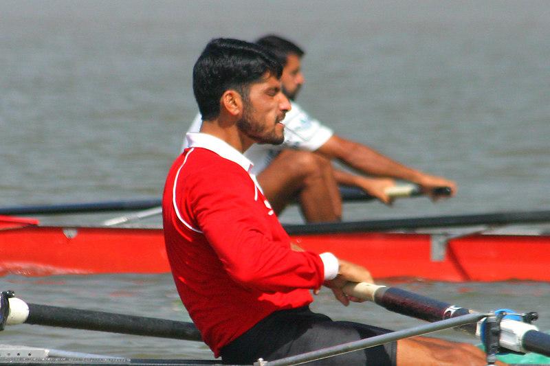 Sabir Khan putting major power into the oar.