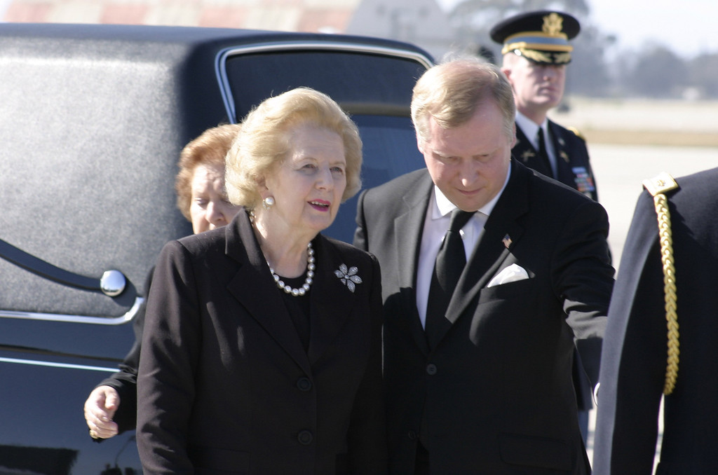. REAGAN COMES HOME--Former Prime Minister Margaret Thatcher arrives with the body of President Ronald Reagan at Mugu Naval Air Station friday afternoon to be buried at the Reagan library in Simi Valley, CA.     (Photo by David Crane/Los Angeles Daily News)