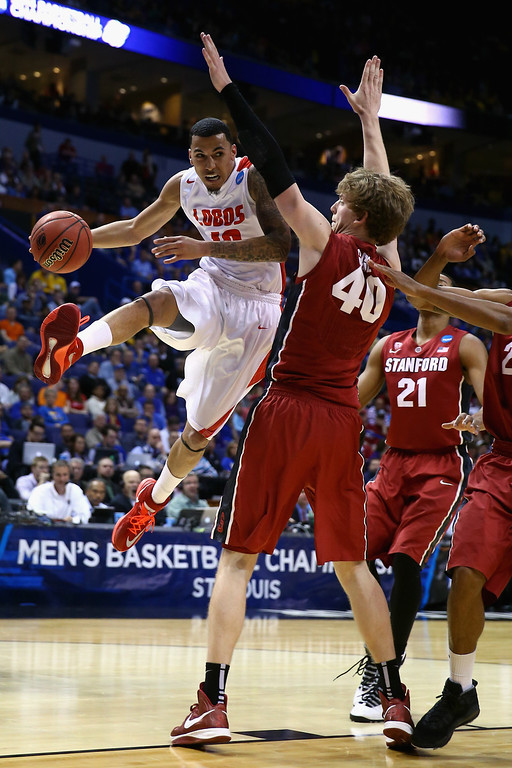 . Kendall Williams #10 of the New Mexico Lobos passes the ball against John Gage #40 of the Stanford Cardinal during the second round of the 2014 NCAA Men\'s Basketball Tournament at Scottrade Center on March 21, 2014 in St Louis, Missouri.  (Photo by Andy Lyons/Getty Images)